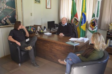 Otimização dos espaços da Secretaria de Saúde foi tema de reunião
