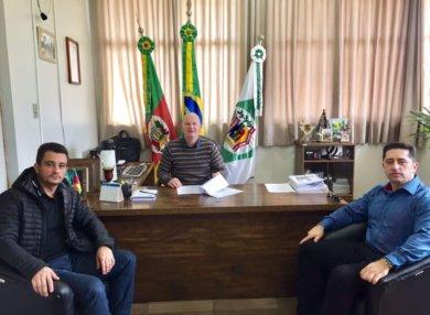 Prefeito Municipal recebe visita do Delegado da Policia Civil