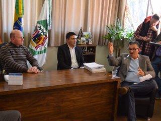 Prefeito recebe a visita do ex-prefeito de Canoas Jairo Jorge
