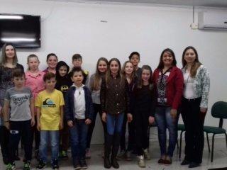 Alunos do 5º ano da EMEF Leonel concluem Projeto de Produção Leiteira