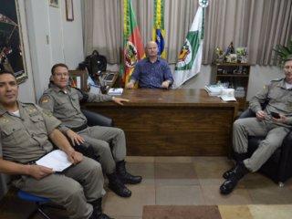 Prefeito recebe visita do comandante do Batalhão da Policia Militar