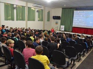Secretaria de Educação realizou sessões de cinema para comemorar o Dia das Crianças