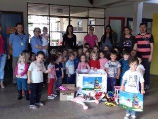 EMEI Cantinho do Amor recebe doação de livros e brinquedos da Cotrijal