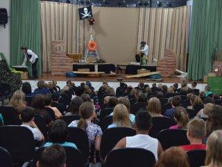 Estudantes assistiram à peça teatral