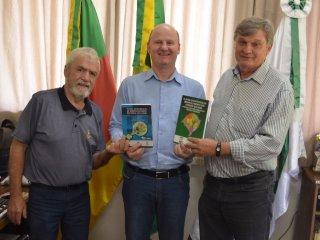Prefeito Alflen recebe Plano estratégico de desenvolvimento regional 2015 – 2030