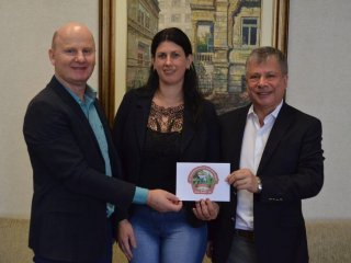 Prefeito Alflen realiza entrega de convites para o 17º Festival Nacional da Cuca com Linguiça