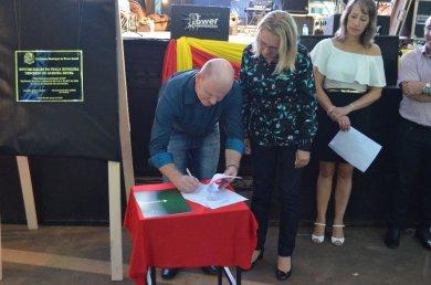 Victor Graeff assina convênio com o Badesul para pavimentação urbana