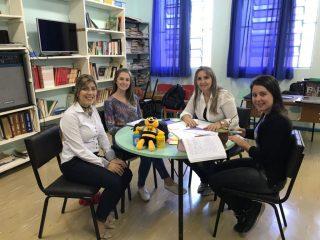 Professores recebem orientações para desenvolver projetos do União Faz a Vida