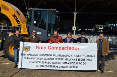 Administração Municipal de Victor Graeff recebe novo rolo compactador