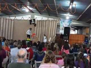 Estudantes acompanharam peça teatral