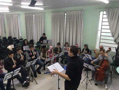 Victor Graeff realiza concerto com a Orquestra Jovem Municipal
