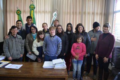 Estudantes da APAE Novo Horizonte visitaram repartições públicas