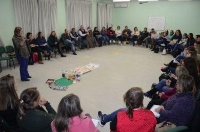 Base Nacional Comum Curricular é tema de formação de professores