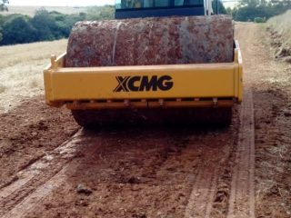 Novo rolo compactador já está sendo utilizado pela Secretaria de Obras
