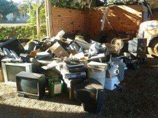 Administração realiza campanha de coleta de lixo eletrônico e óleo de cozinha