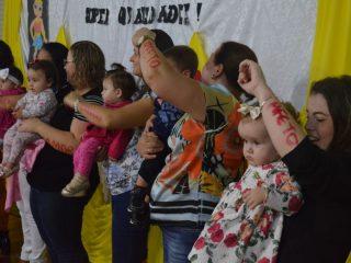 Estudantes da rede municipal homenagearam as mamães