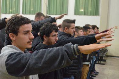 Jovens realizaram juramento à Bandeira