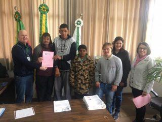 Inclusão: Estudantes da APAE visitaram o Prefeito Alflen