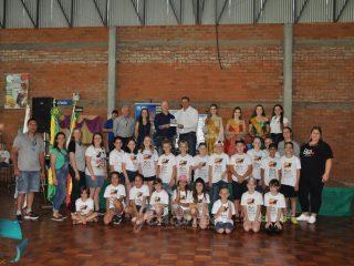 """Estudantes victorenses participam da final do Programa """"Viajando pela Rota!"""" em Quinze de Novembro"""