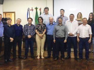 Prefeito Cláudio Alflen participou de reunião da Amaja em Ibirubá