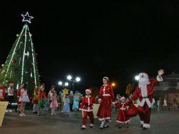 Grande público prestigiou primeira noite do Natal Mágico na Mais Bela Praça