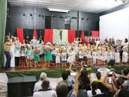 EMEIS Cantinho do Amor e Felippe Alflen realizaram festividades de Natal