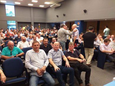 Prefeito Cláudio Alflen participa de reunião sobre a estiagem na FAMURS
