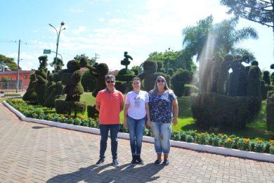 Mais Bela Praça e Casa do Artesão recebem visita de guia turístico internacional da CVC