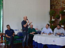 Prefeito Cláudio Alflen participou de debate sobre PEC de extinção dos pequenos municípios na Expodireto Cotrijal