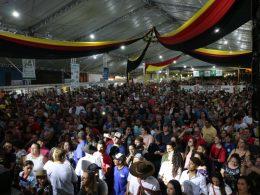 Grande público prestigia abertura do 19º Festival Nacional da Cuca com Linguiça