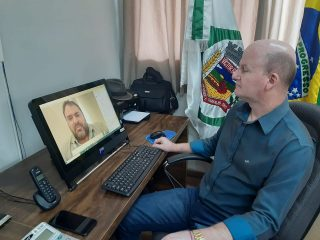 Prefeito Cláudio Alflen participa de videoconferência com senadores gaúchos