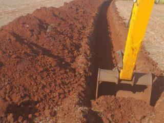 Secretaria de Obras trabalha na construção da rede de água na comunidade do Cotovelo do Jacuí