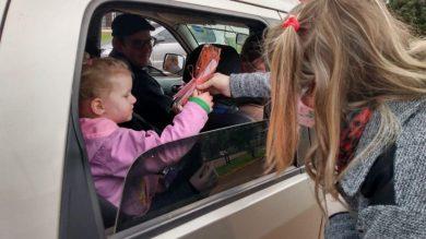 """EMEI Cantinho do Amor promove """"Drive Thru"""" para alunos"""