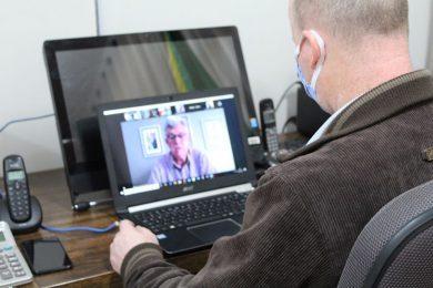 Prefeito participa de reunião por videoconferência com senador Luis Carlos Heinze