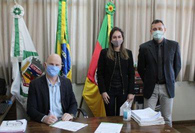 Administração Municipal renova convênios com Hospital Beneficiência Alto Jacuí e Abrigo Institucional