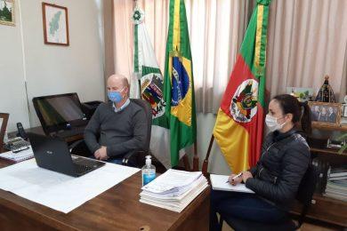 Prefeito e secretária municipal de Educação participam de videoconferência organizada pela Ulbra