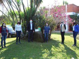 COOUNITRA realiza entrega de caixas de abelhas sem ferrão
