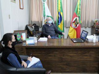 Prefeito participa de videoconferência do governo estadual sobre o calendário escolar