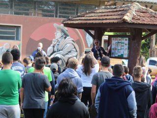 Escola Leonel de Moura Brizola realiza homenagem a Victor Graeff